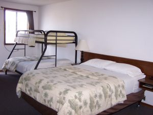 Queen Bed with Bunk - Hotel in Bandon OR